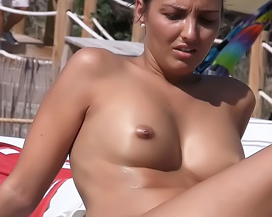 Braless Amateur: Mallorca Plage: 3 Girls
