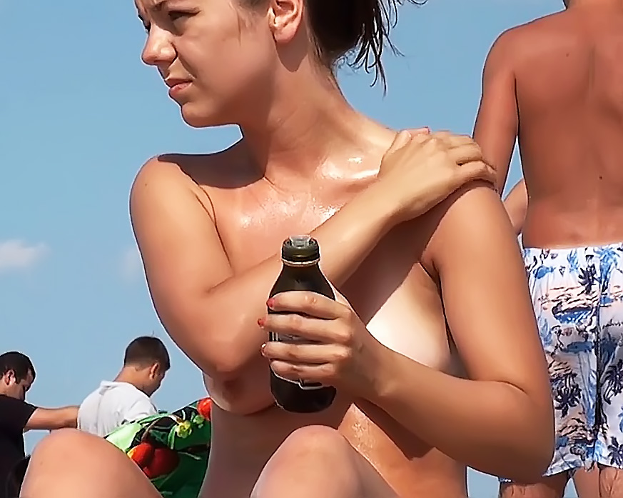 Sans Bra Strand Girls - Candid Ass