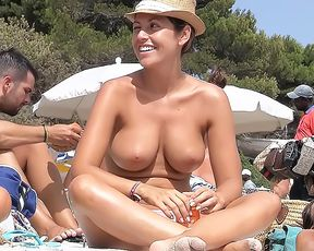 Bare-Chested Girlfriend: *Sp Ara4u At The Plage
