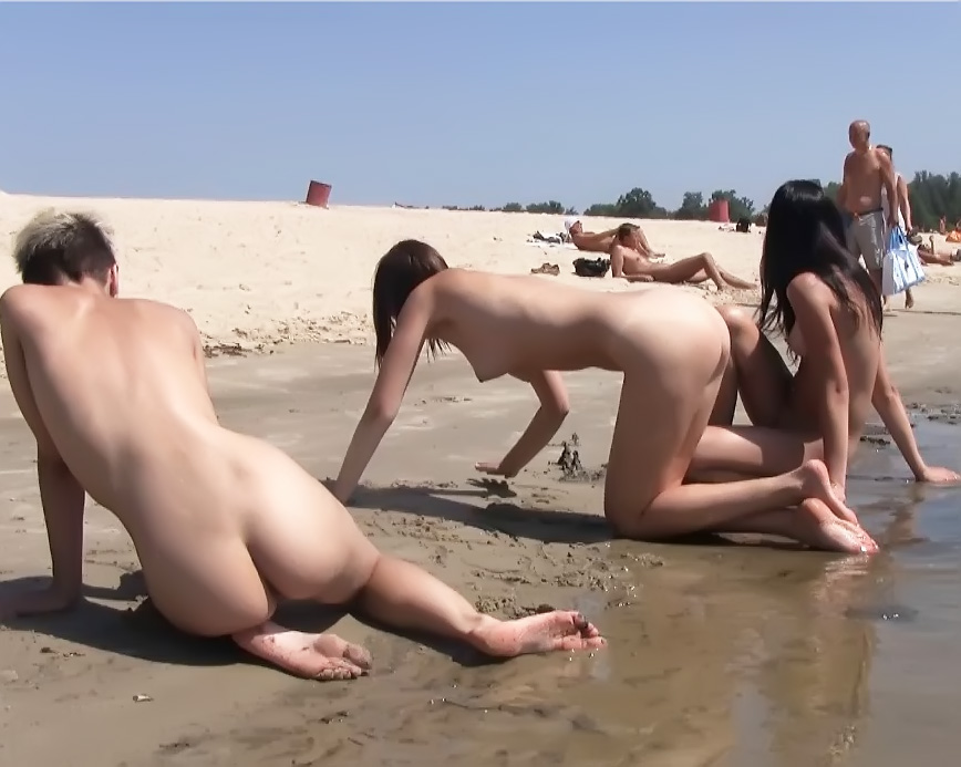 The temperature is rising thanks to these nudists