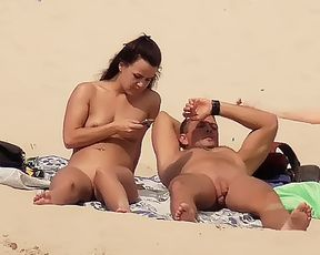 amateur chick naturist at plage