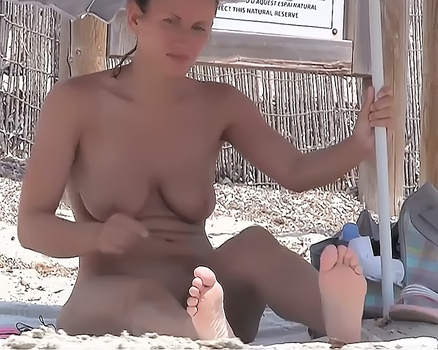 Fun on the nude plage