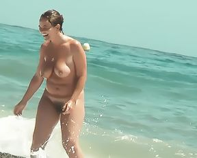 amateur doll naturist at plage