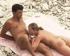Amateurs enjoy sex during holidays