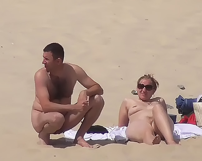 Elena Shows Off Her Pussy On NON-Nude Plage! 2