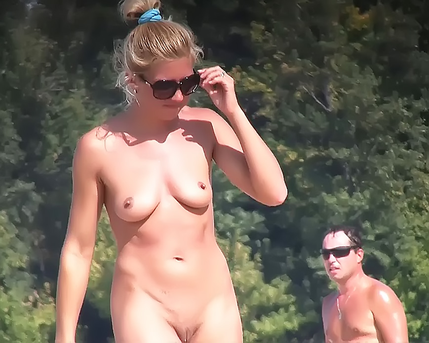 18 years old  dame naturist at plage 3