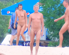 This beautiful babe was nude in the beach