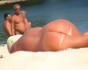 Luscious nude beach girl caught on camera by a voyeur